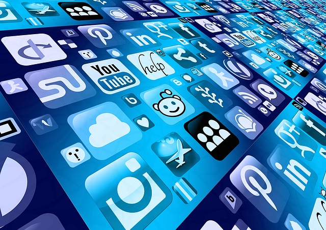 social media - relacje z handlowcem